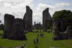 10.glastonbury-ruins